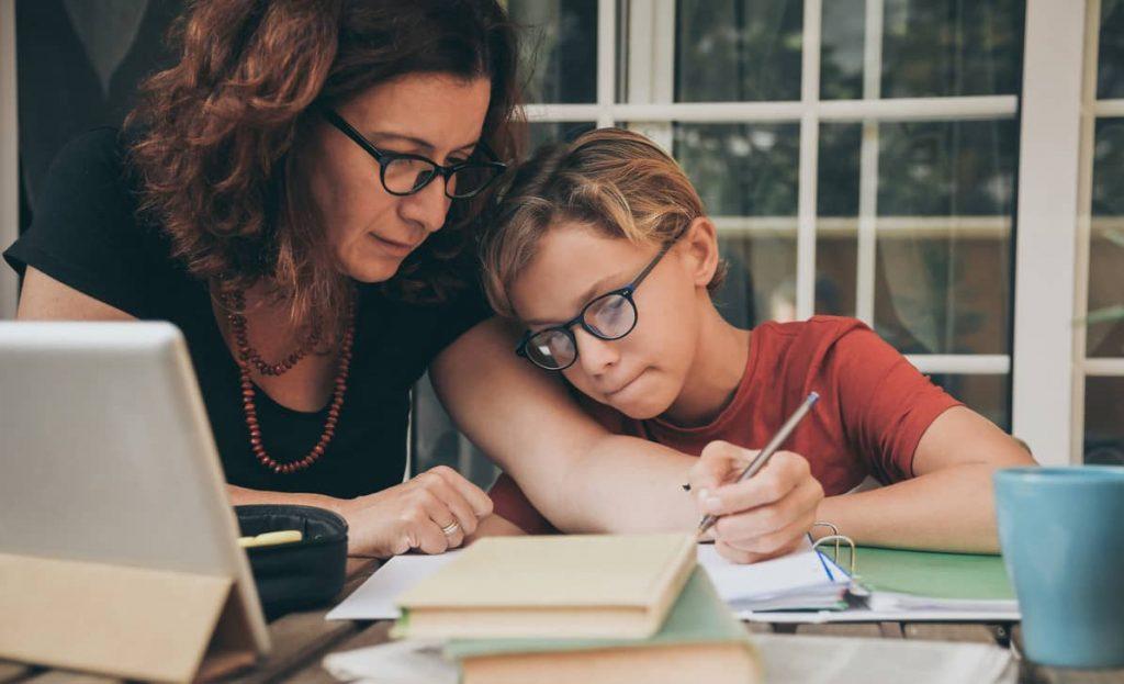 assistante maternelle aide aux devoirs