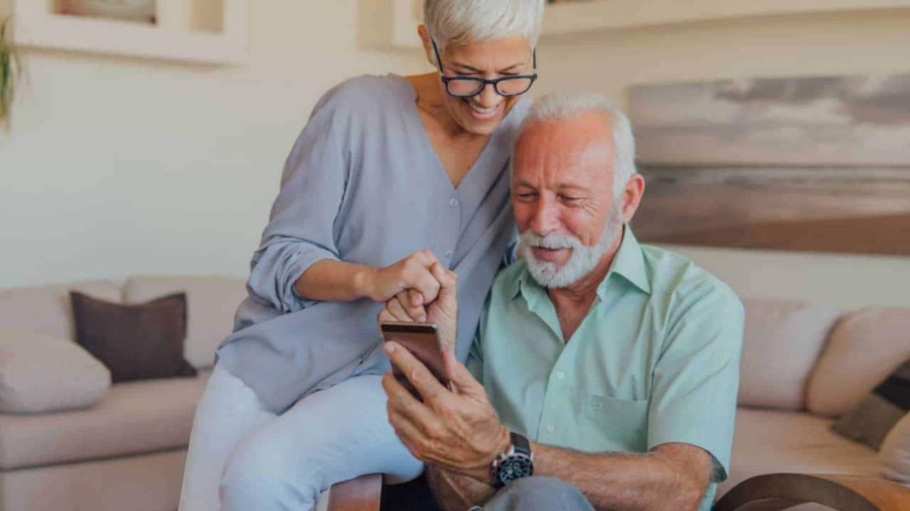 Smartphone pour senior: quel forfait mobile et téléphone choisir ?