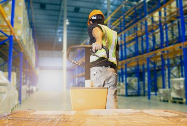 stockage en entrepôt : les équipements de manutention